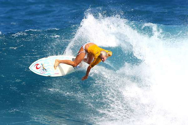 bethanyhamitlon_surfing_contest_hawaii